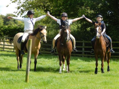lmeq-residential-camps-riding-surrey-youth